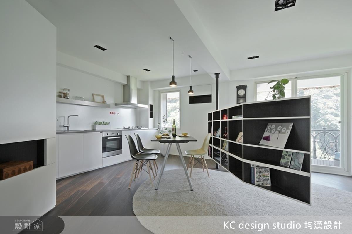 隨著電視牆的旋轉,屋主可自由調配空間比例。
