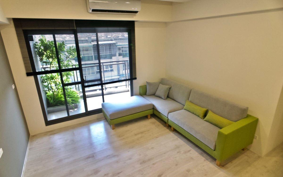 簡潔俐落的身形,可融入多種風格的室內空間裡。(雙子星沙發)