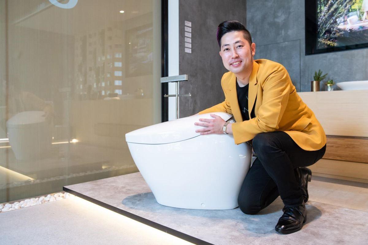 TOTO 台灣東陶特別邀請 NEOREST COLLECTIONS 設計師-TOTO 株式會社 設計本部 設計師 吉岡佑二先生來台說明設計理念。