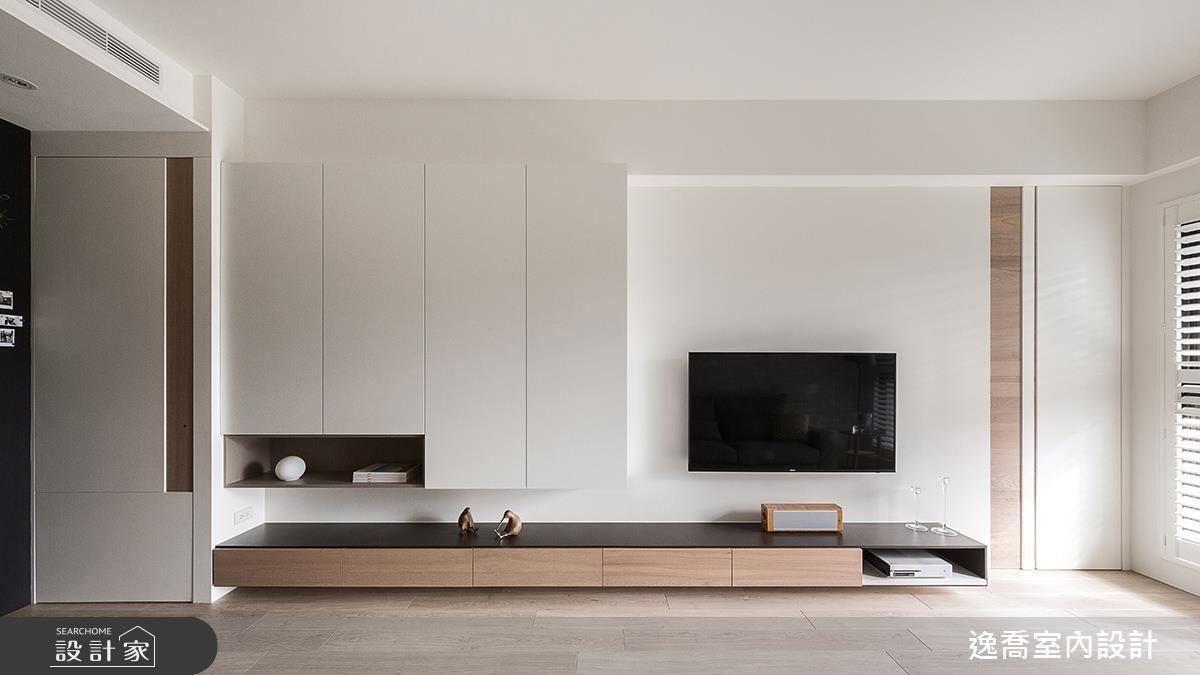 潔淨純白的牆面搭配素雅的電視櫃,帶來視覺上輕盈俐落的感受。