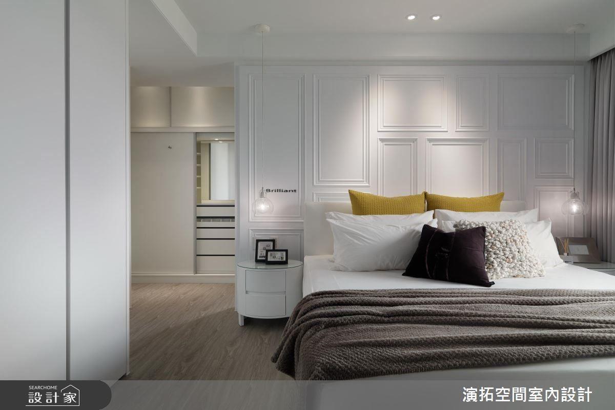 簡單素雅的房間就很好看,兩個抱枕選色讓人眼睛為之一亮,床頭的牆面加上邊框造型的裝飾增添趣味,想像一下若沒有任何裝飾而是整面白色的牆,是否有點單調呢?