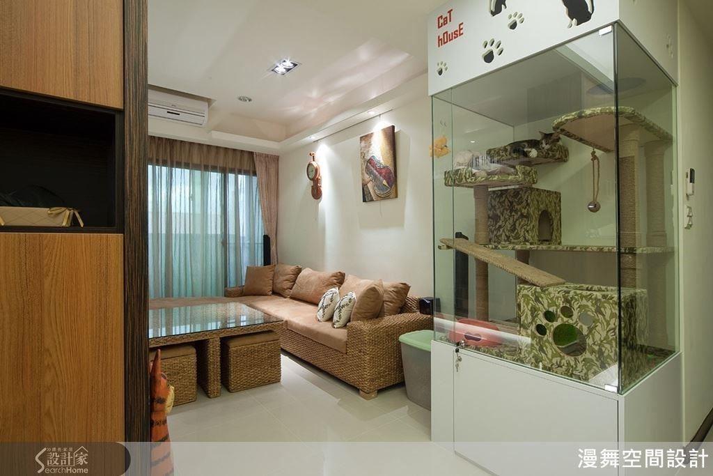 玻璃貓屋就是貓大爺的專屬空間!下方還增加收納設計,可放置飼料、乾淨的貓砂!