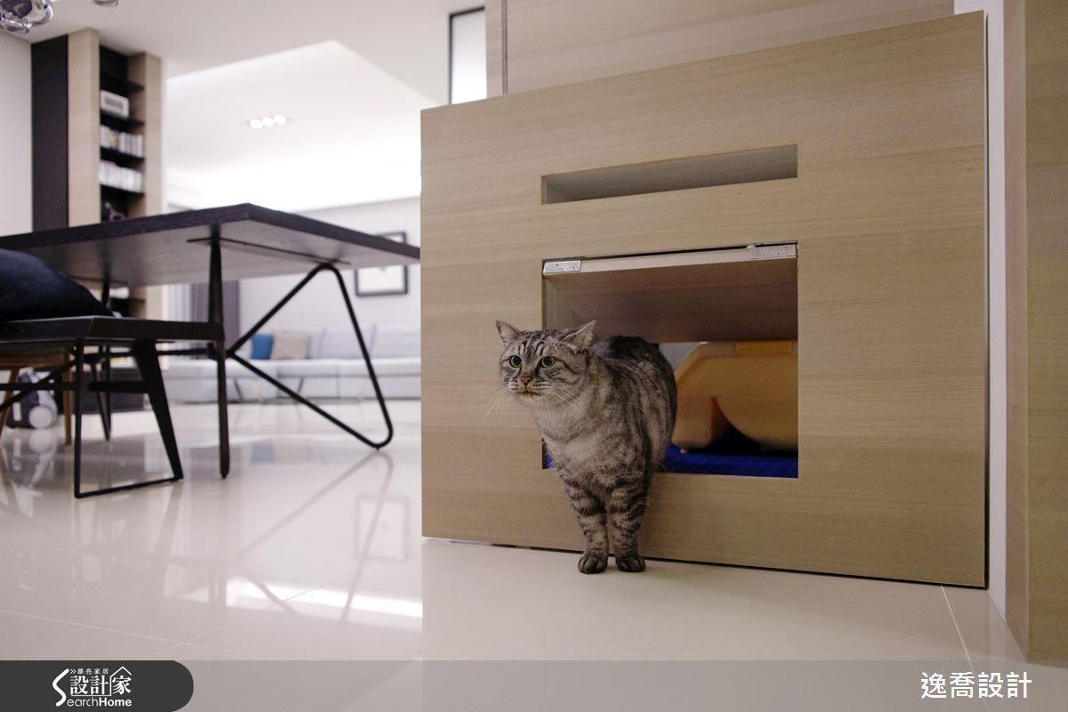 設計迷你搖擺木門,讓貓大爺可以自由進出貓砂區,同時多重阻隔貓砂氣味!