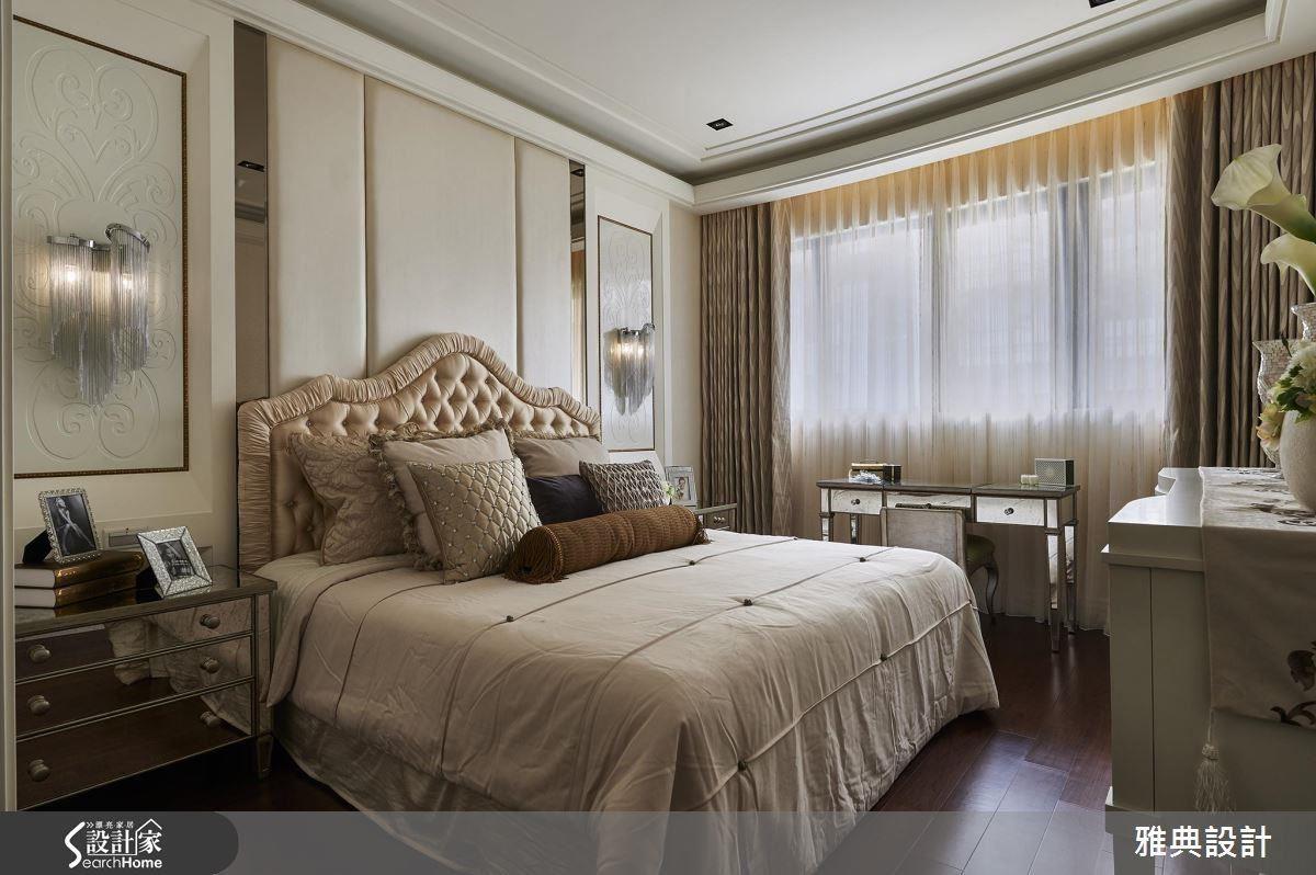 要塑造空間的情境,燈飾往往是重點之一,利用床頭兩側裝飾細緻的古典壁燈,透過光暈的折射,彰顯出時尚華麗的風格。
