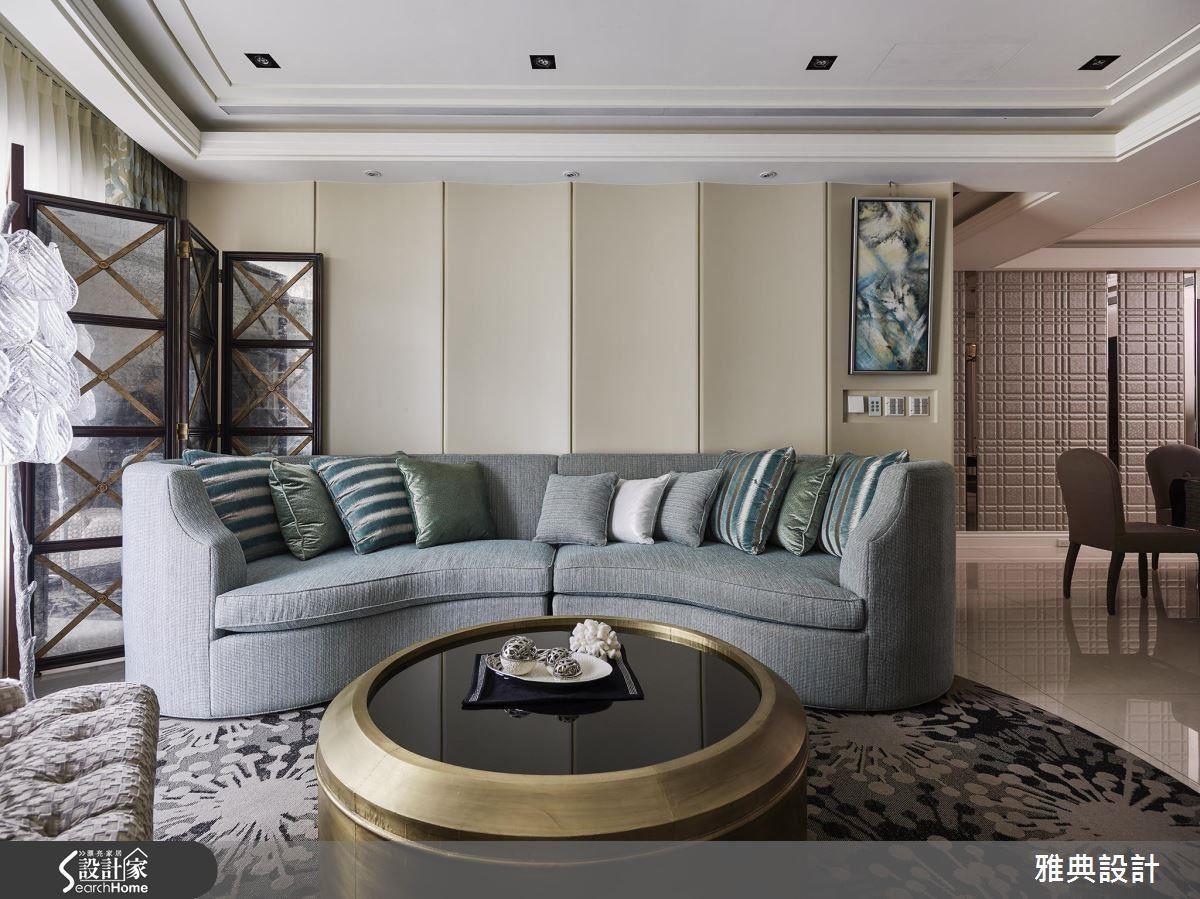 法式優雅風格是許多現代女性相當喜愛的設計,此案呼應著本身建築形式,以弧形元素作為空間的立面表現,搭配著奶油色與藍綠色的柔軟調性,以及充滿奢華感的金色桌面作為點綴,展現出藝術氣質宅。