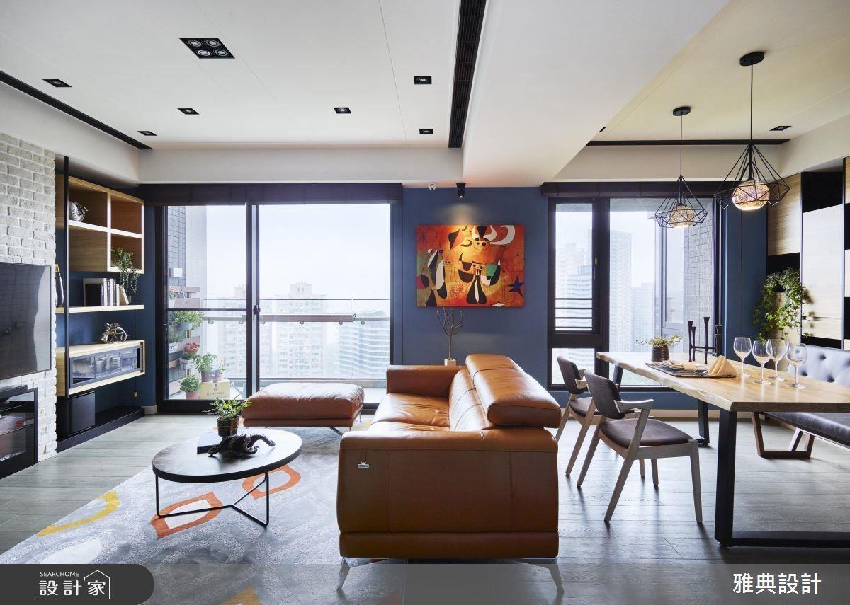 開放式客餐廳設計,與屋主最愛的戶外碧海藍天連成一線。