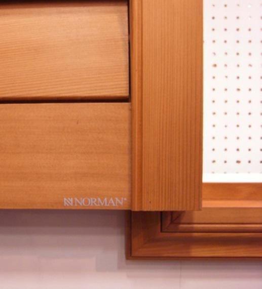在窗扇上都有 NORMAN 字樣,市面上仿冒品眾多,認明 NORMAN 這個品牌,商品才有保固服務。