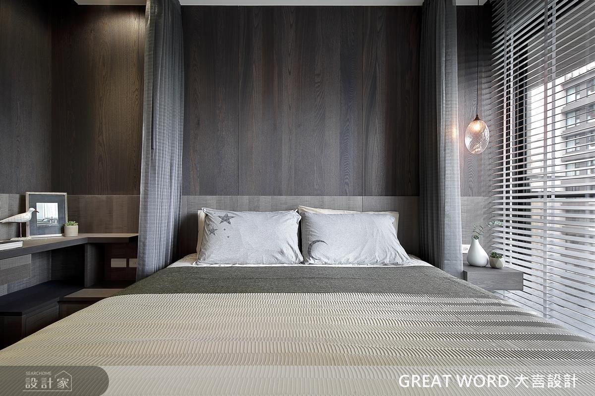 因屋主有蚊帳的需求,並依照主臥的空間屬性,量身規劃設置其中,毫無違和感。