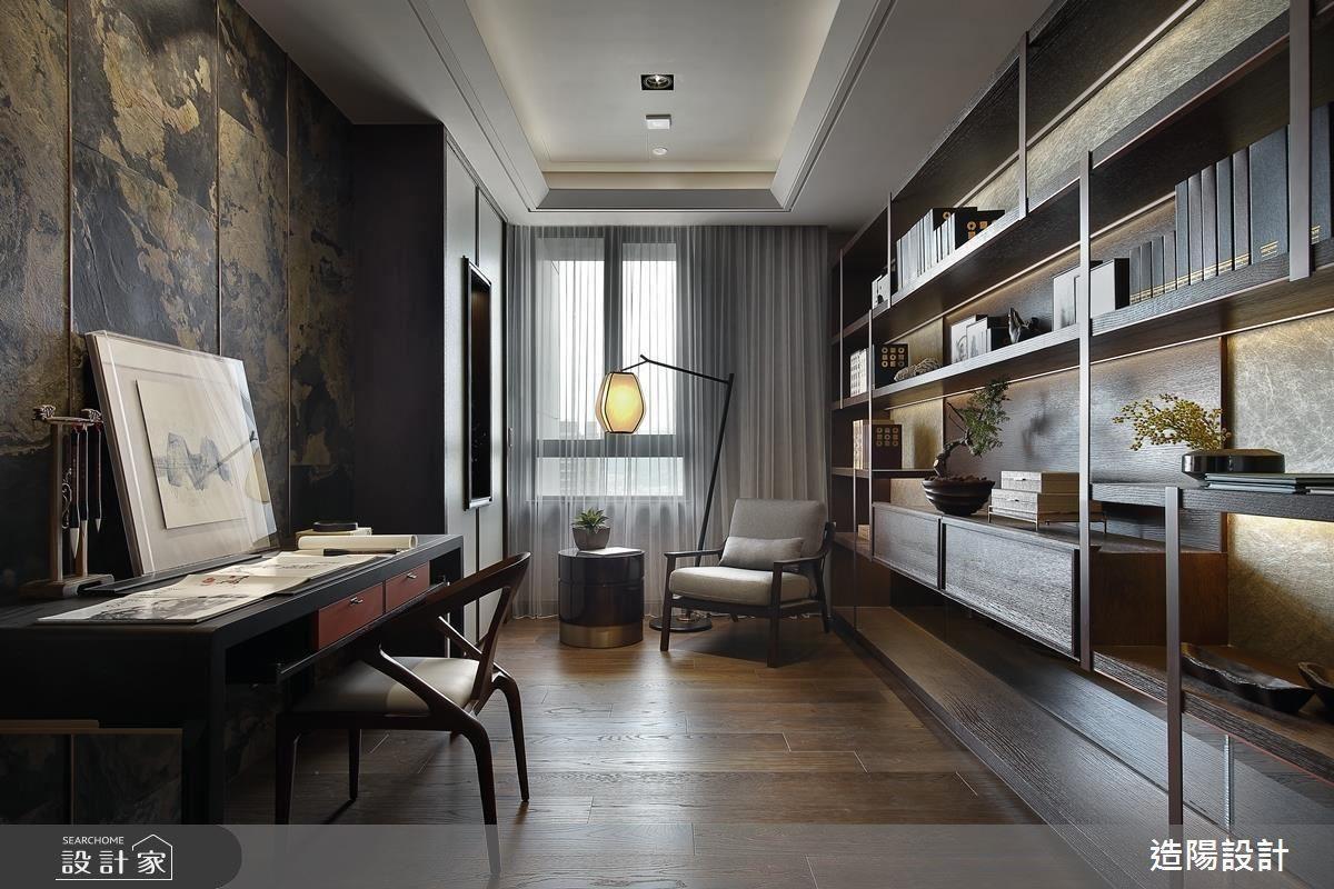 書房雅作更是整幢空間裡的畫龍點睛,以拓彩岩為主飾的深調主牆,渲染般的延伸與油彩堆疊的質感,沉穩中不失張力。