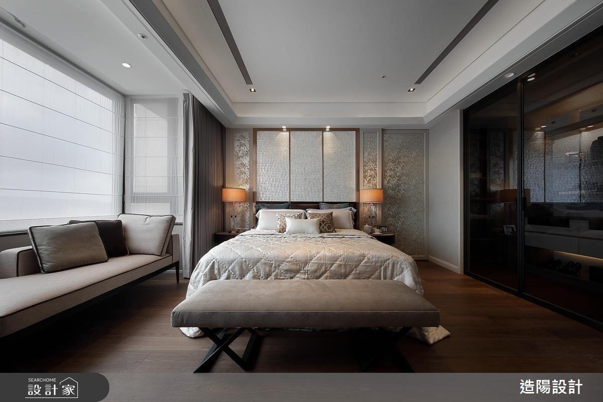 主臥以花開富貴鋪陳,臥榻區的規劃,讓臥房多一分休閒氣息。