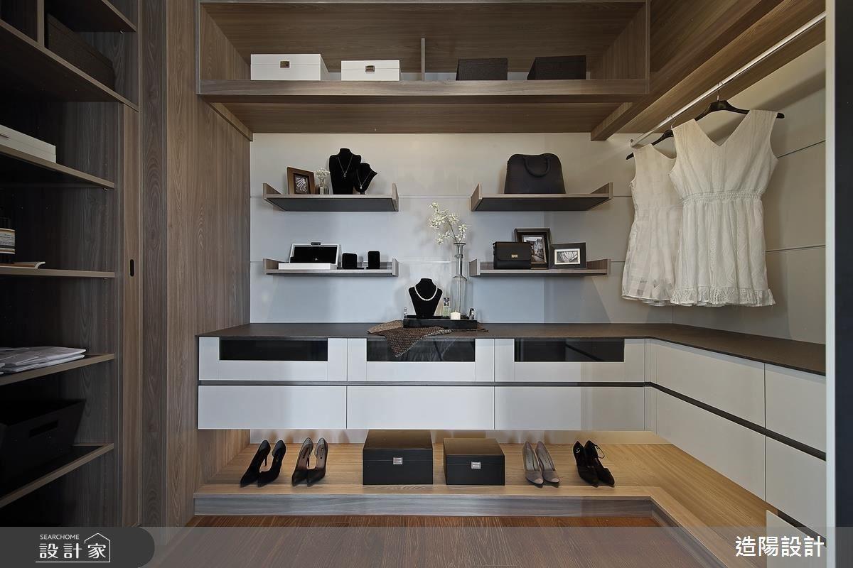 更衣室以精品櫃概念呈現,期待屋主不單只是更衣而已,同時也是一間令人賞心悅目的精品展示間。