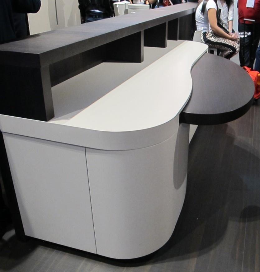 桌中桌的設計概念,讓空間利用更靈活而有彈性。