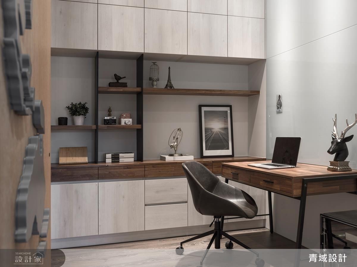 書房為男主辦公時的私人場域。