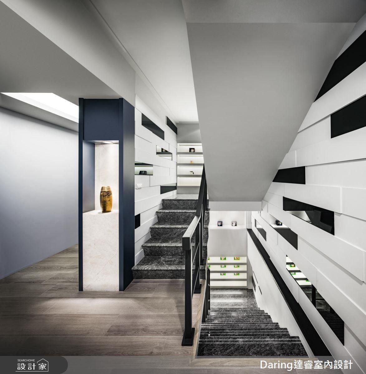 梯間牆面採異材質手法,堆疊空間層次,同時點綴出空間現代感。