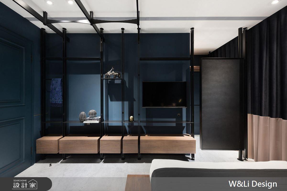 女兒房床頭壁面以磚牆、金屬飾條勾勒空間層次,創造宛如精品飯店的高質感。