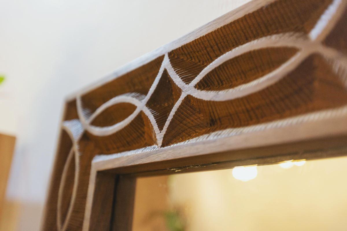 木工班9年級黃惠妮同學的作品,魚型圖騰的凹紋是她一筆一劃,雕刻了整個學期的成果。