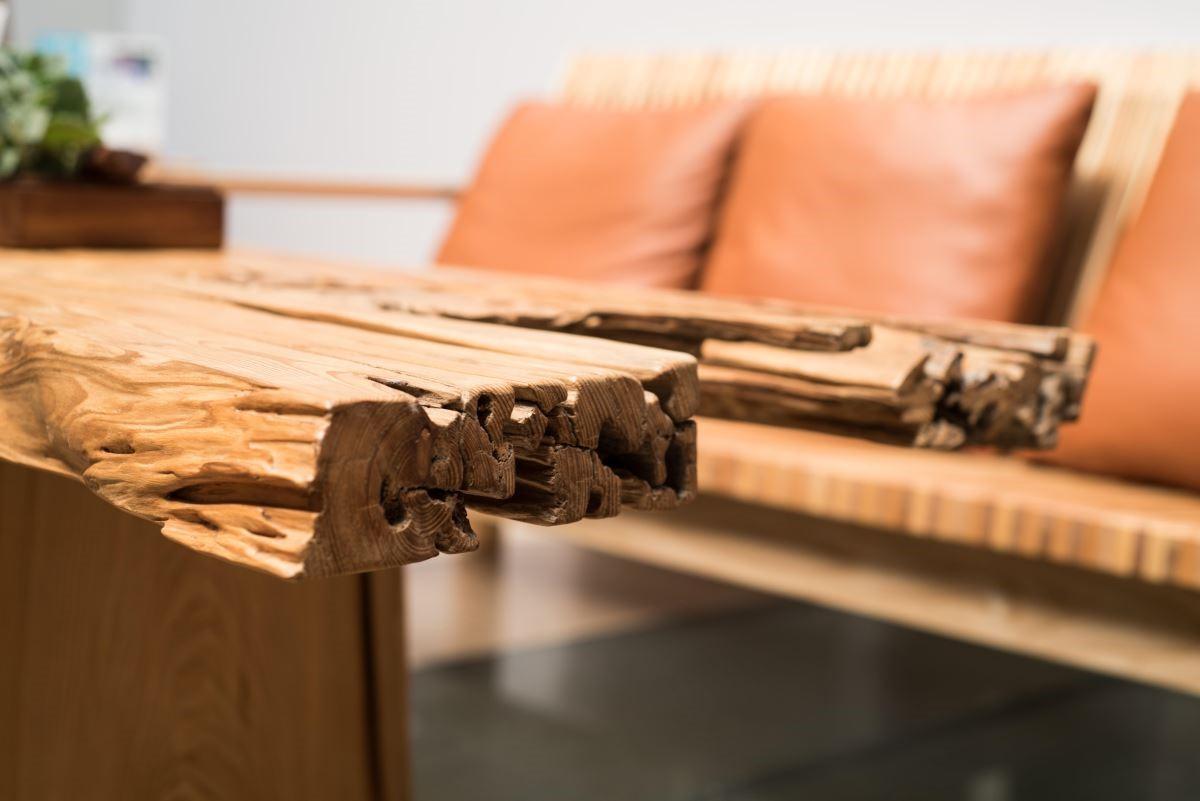 2018展覽一角,王嘉納老師認為木工班的一點一滴都來自感恩,無論是廢材、還是漂流木都不可以浪費。