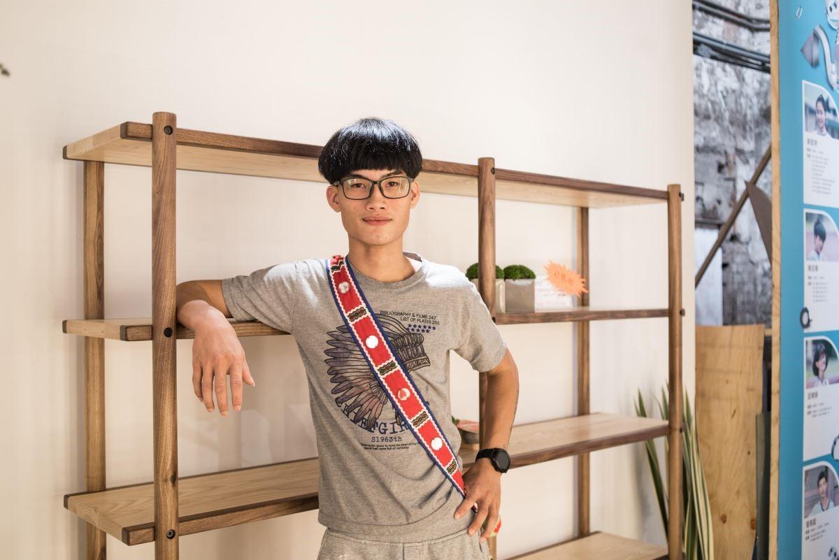 劉玉帛同學今年21歲,已經有2年在系統櫃廠商工作的經驗,回到偏鄉照顧父母後,希望未來能繼續留在花蓮打拼。