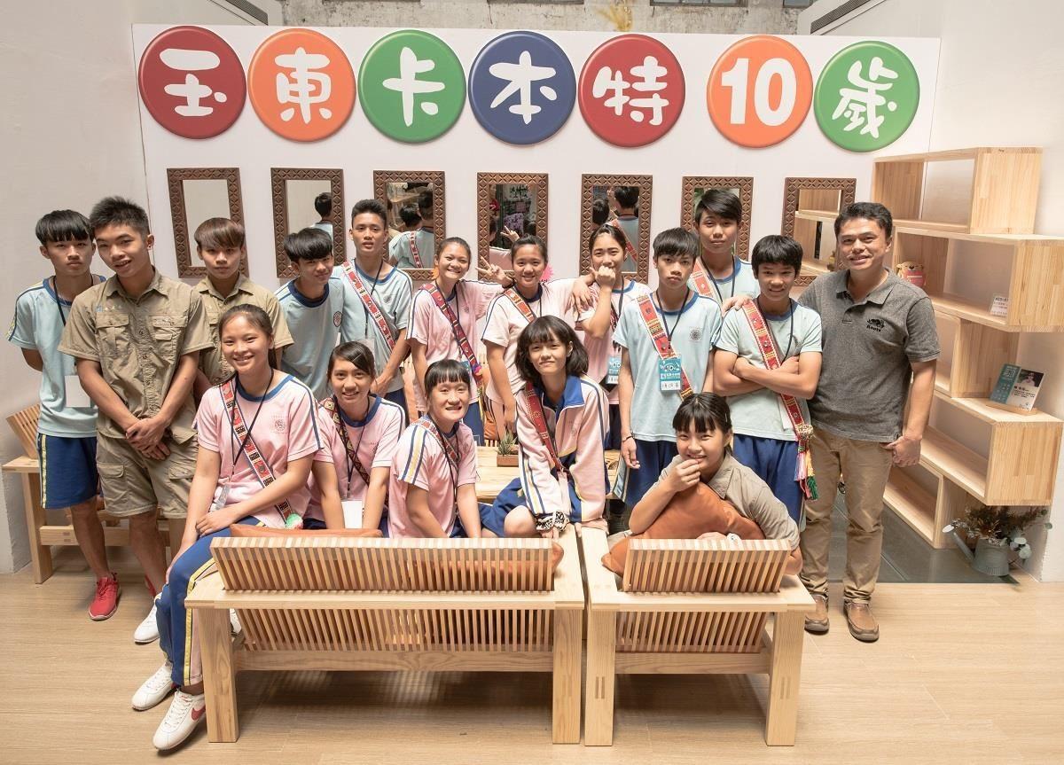 由王嘉納老師帶領,玉東國中木工班9年級的同學在華山鍋爐室舉辦展覽。