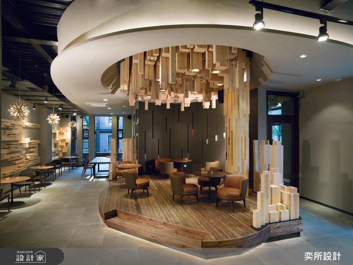 藉由對於文化底蘊的探究與叩問,反思當代商業空間的全新風貌,枘蕾人文咖啡館讓造訪之人無不在享受醇美咖啡的同時,為眼前獨特的場域感到驚豔。