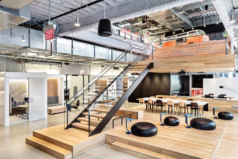 Nike 紐約的辦公室時髦且具工業風格。>>看完整文章