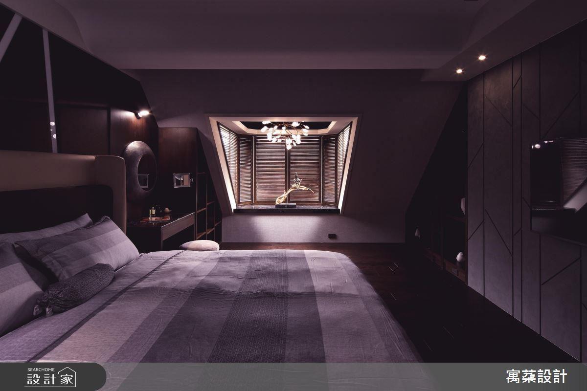 3 樓右側客房以斜屋頂設計打造舒適休閒風情。
