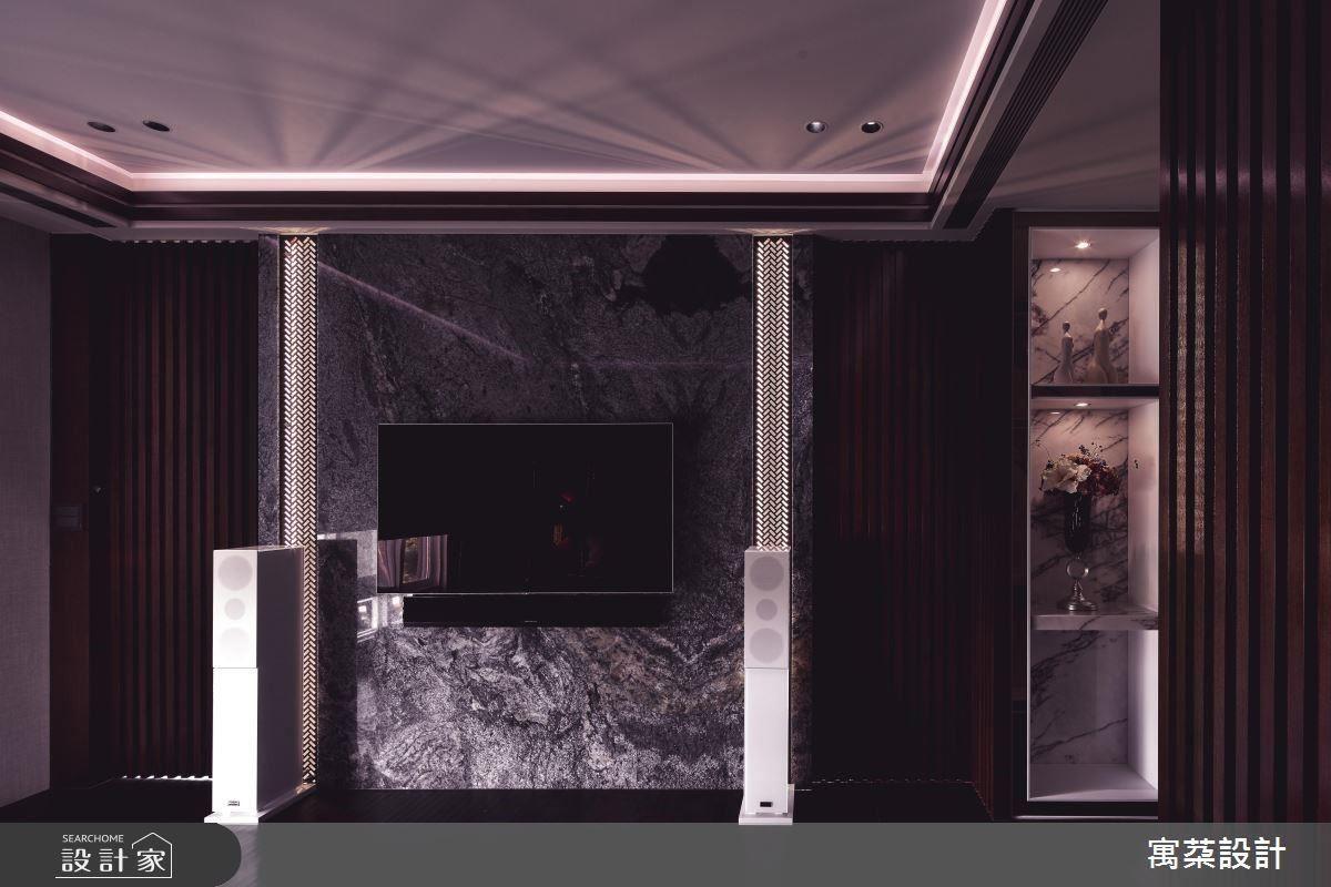 電視牆則透過稀有藍色大理石彰顯空間的獨特別致。