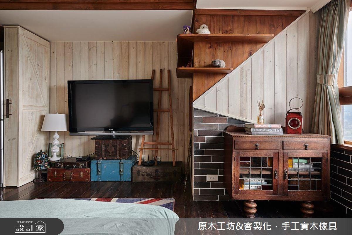 電視牆面則以幾何切割造型構築視覺焦點。