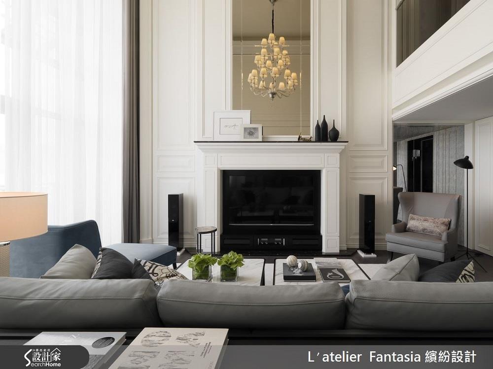 串連上下樓層的電視牆,發揮透天別墅優勢,營造優雅又帶點奢華感的設計。若沒有大坪數、透天的空間,可藉由大理石等質材提升整體氣派感。>>看完整圖庫