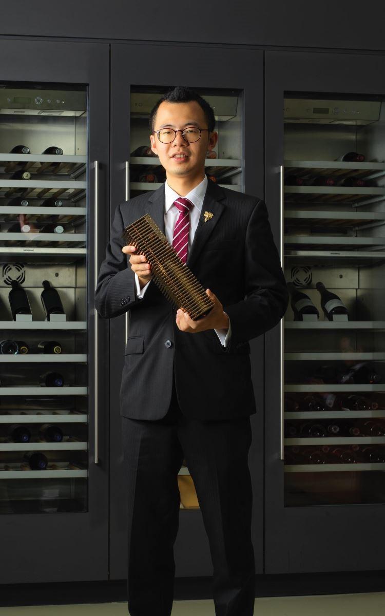 台灣區代表盧凱文榮獲 Gaggenau 全球侍酒師大賽大中華區總決賽冠軍。