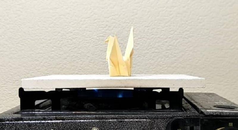板材表面無受損,上方紙鶴完好如初