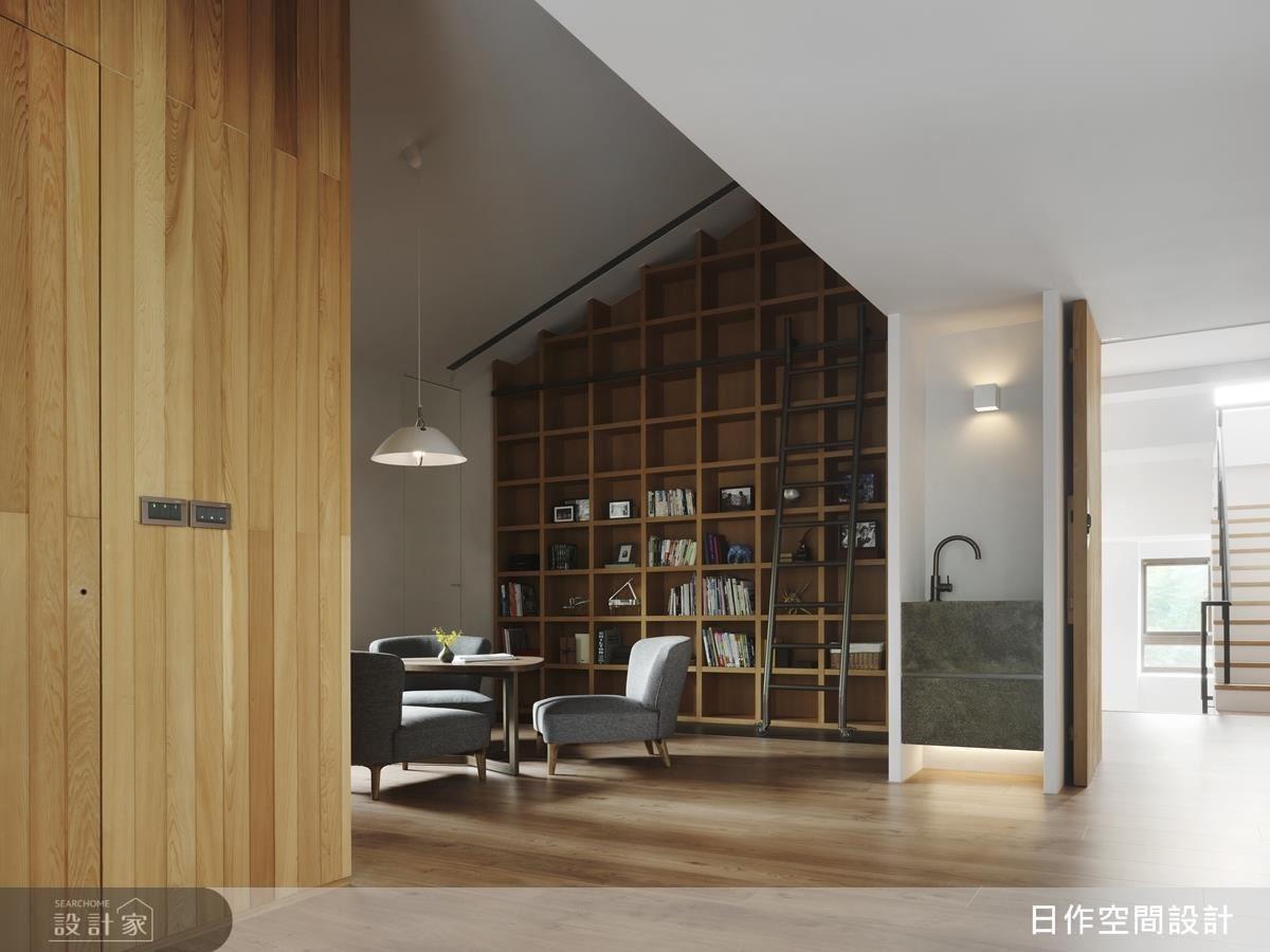 主臥起居空間採雙開門設計,貼心設置休憩閱讀區,並以中式「宅中宅」巧思提升空間使用品質。