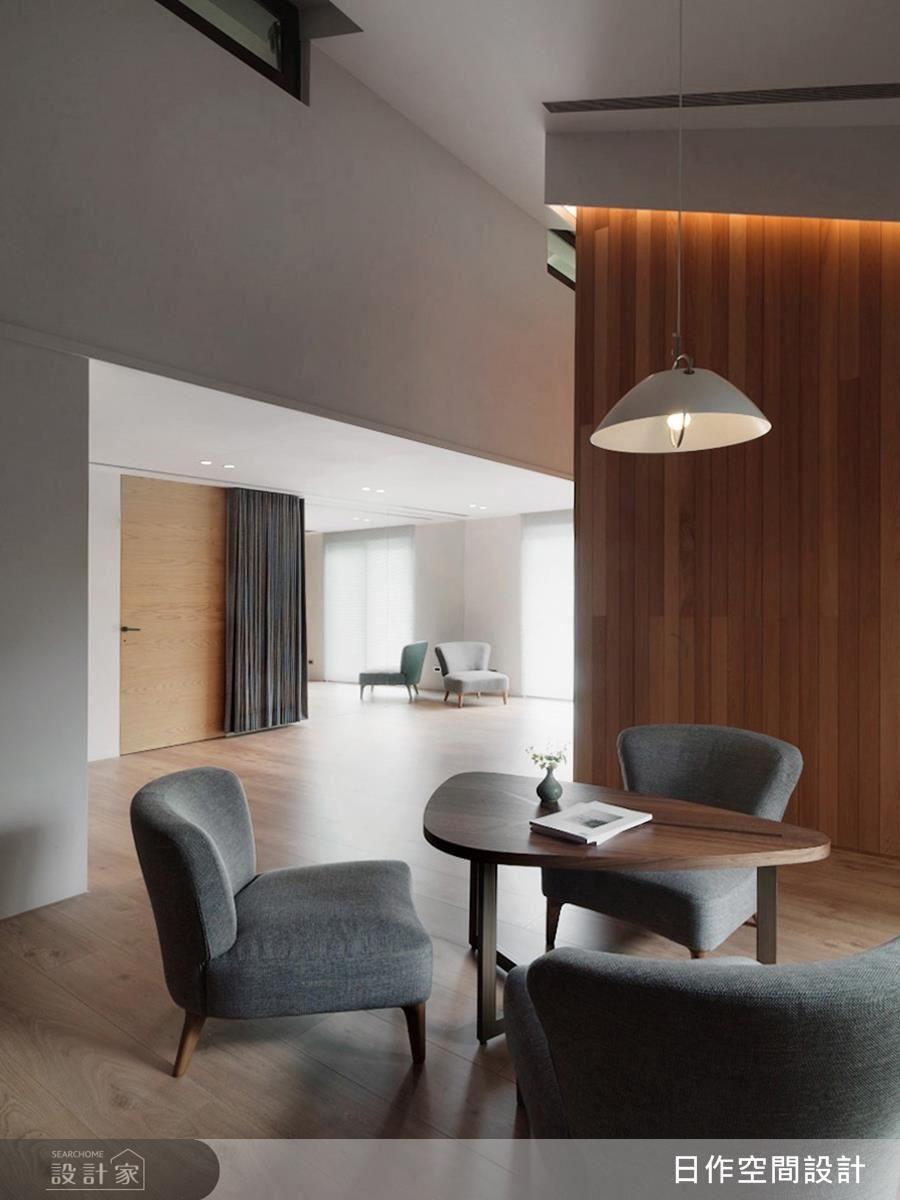 主臥房天花以中式木樑顯現屋高優勢,同時為休憩區域注入濃厚的東方底蘊。