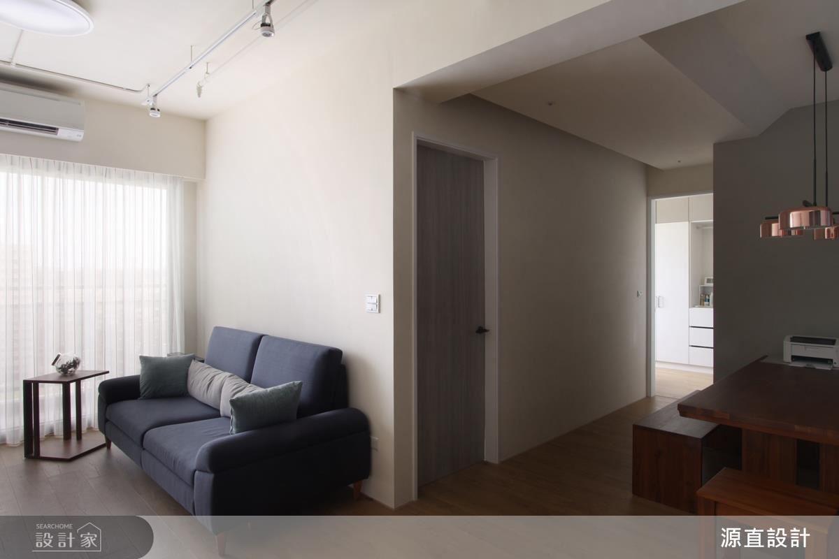 設計師運用開放式設計讓客廳與餐廳零距離,增加空間開闊感。