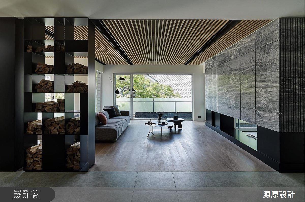 天花板以格柵的設計,讓線條指引目光望向窗外,加強透視感與空間景深,簡約而有放大空間的效果。