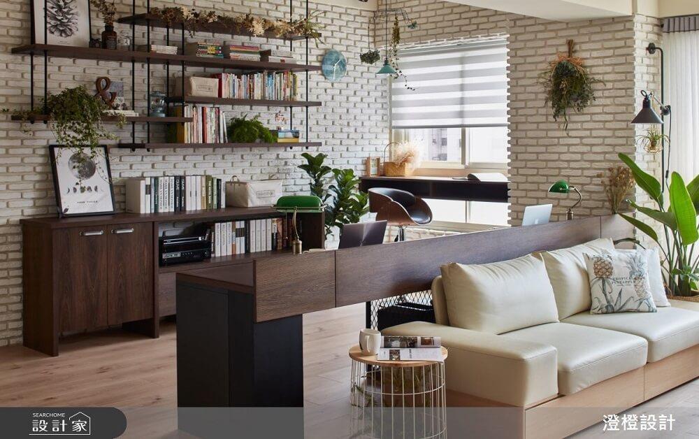 喜歡將書籍展示出來,成為牆面裝飾一部分的你,還可以在層架擺上一些植栽、收藏品,讓書房場域更添個人氣質。>>看完整圖庫