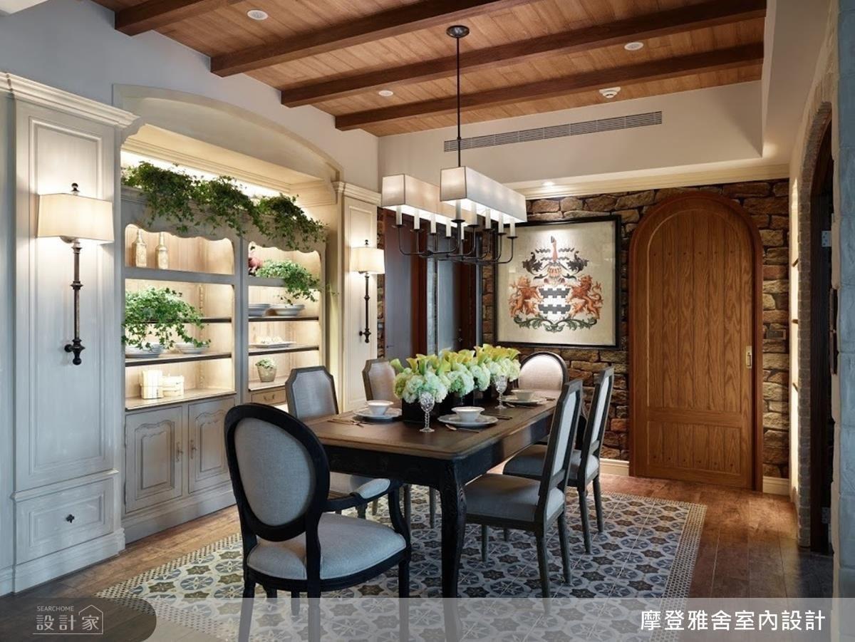 藍色地毯式拼花磚設計,讓懷舊古堡情懷中帶點溫暖柔情。