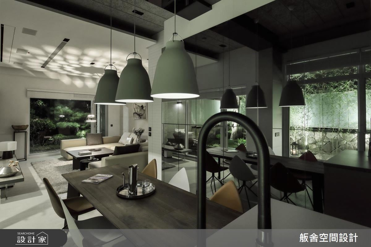 開放式公領域搭配鏡面設計,延攬戶外美景。