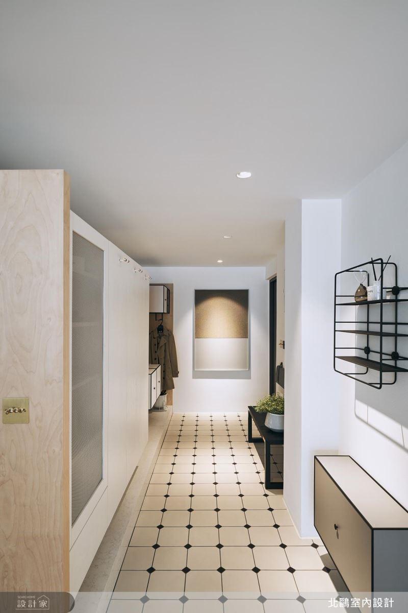 玄關使用白色復古磁磚拼貼,引入北歐慢活步調。