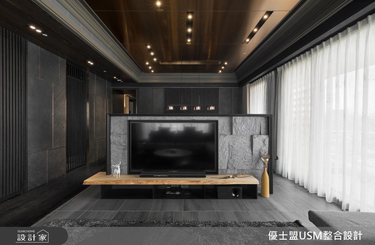 客餐廳設置大面落地窗,利用採光充足條件,讓室內時刻保持明亮氛圍。