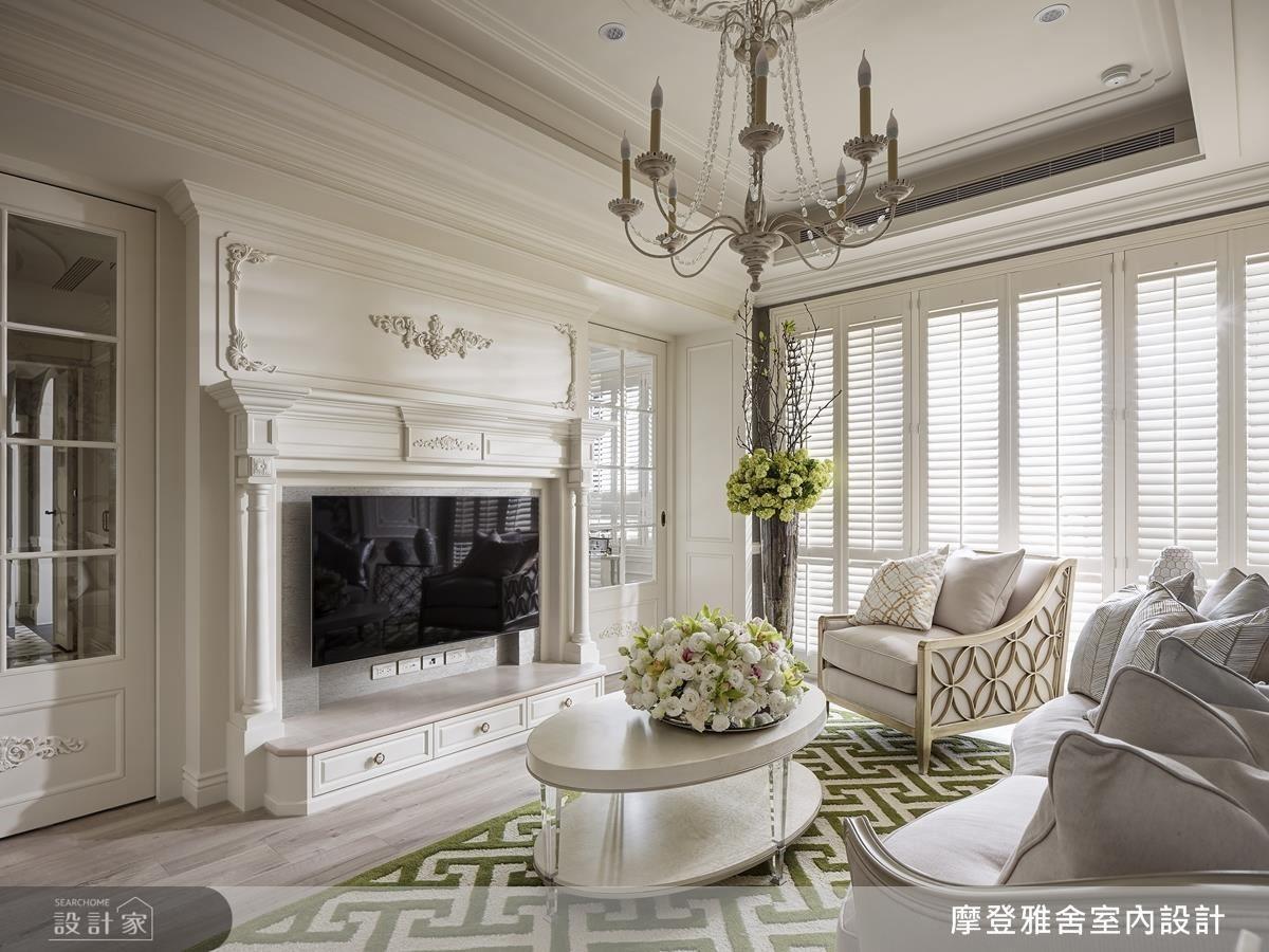 電視牆則運用雕刻工藝,結合壁爐造型與專屬飾花,為女屋主訂製專屬家徽。
