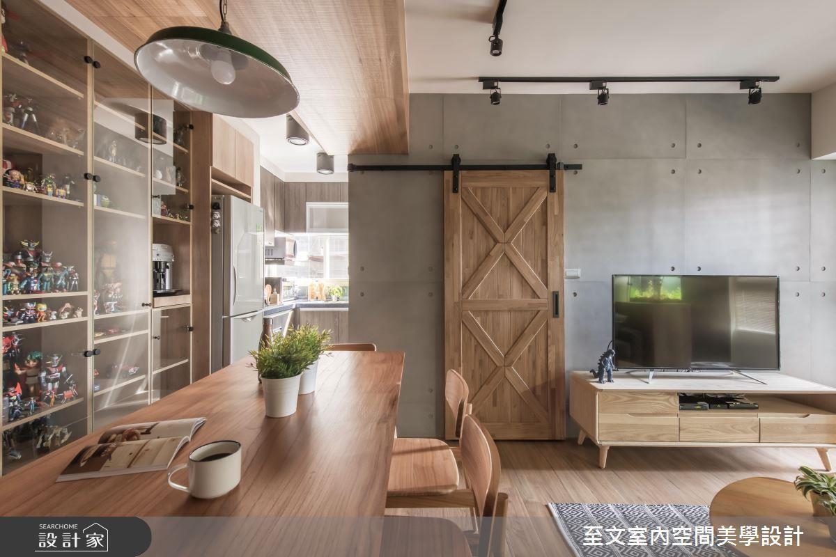 仿清水模電視牆,與衛浴空間的穀倉門片,相互輝映出質樸的氛圍,相當適合小坪數的居家設計。