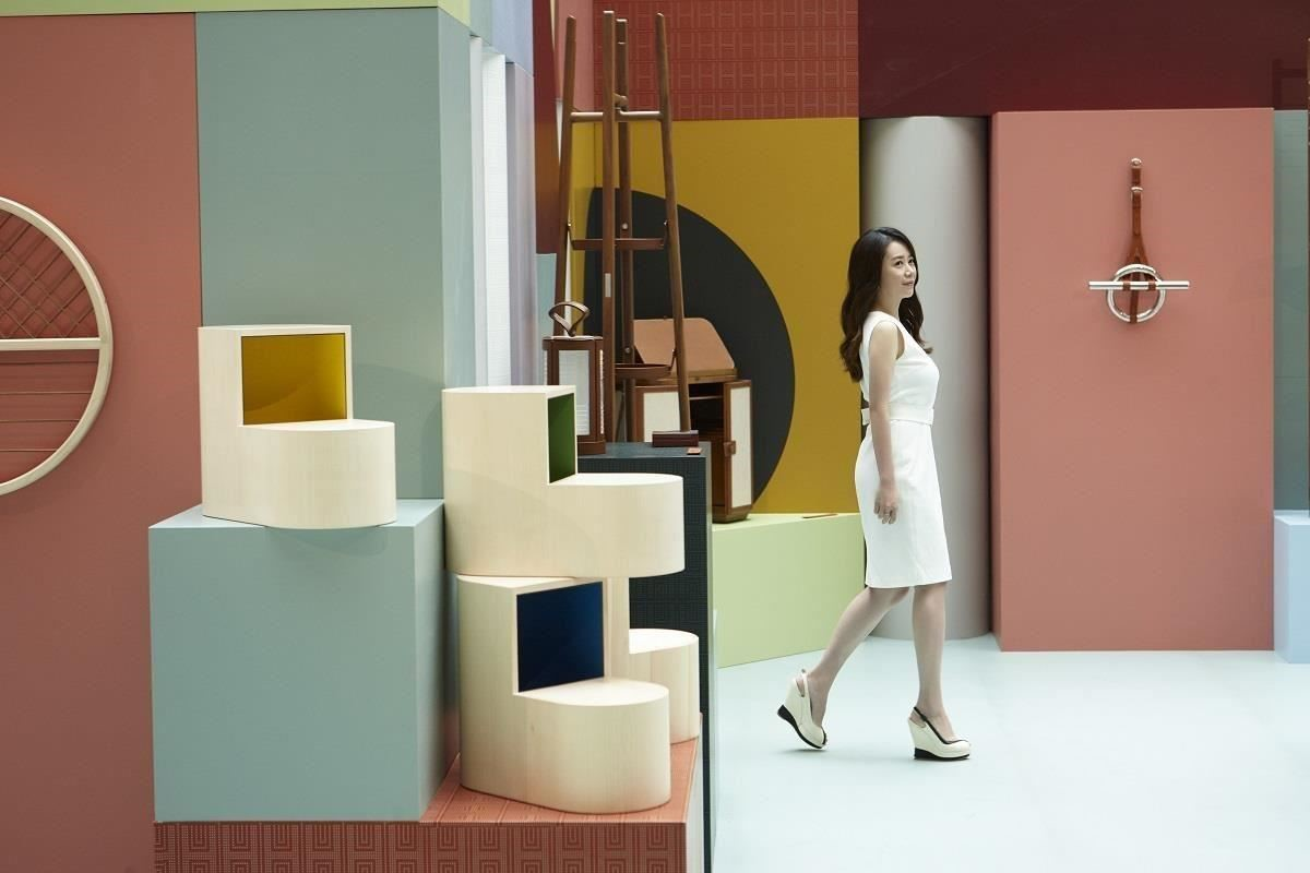 繽紛設計江欣宜總監,將以他專業的角度,「導覽」空間之間展覽。(攝影:Gordy Chen)