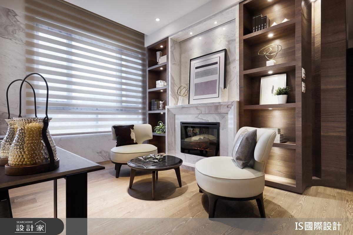 交誼廳規劃端景壁爐,帶來舒適的居家韻律。