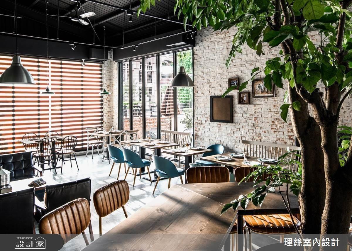 整體空間藉由水泥地坪及漆黑天花搭配,呼應Loft風格本質。