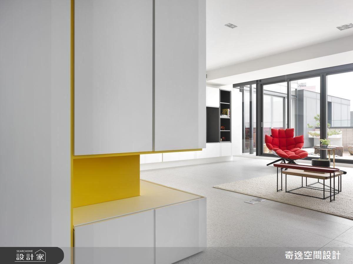 公領域以跳色軟件搭配,讓空間增添活潑氣息。