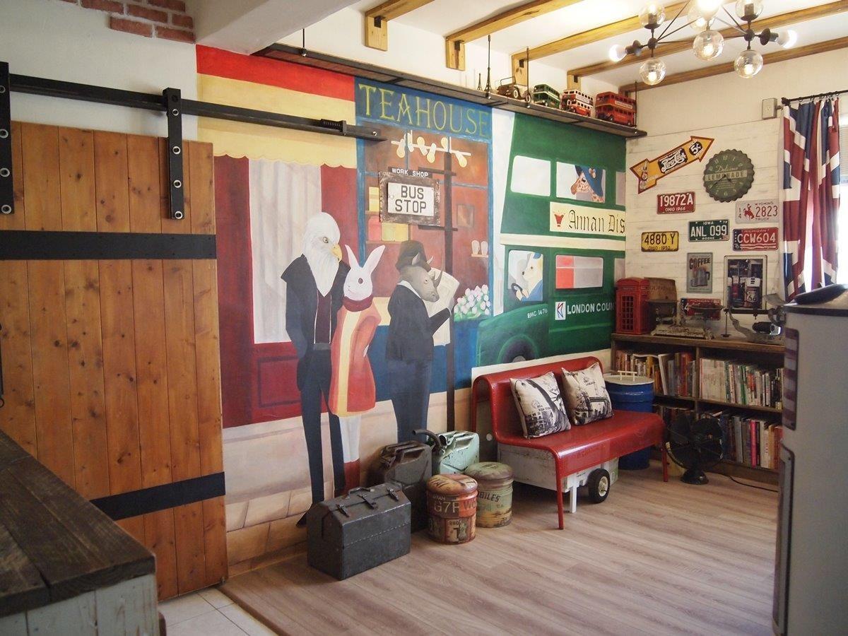 書房在網友米米的巧手之下,搖身一變,成為室內的公車站。