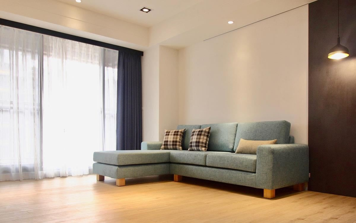 訂製水咚咚沙發 2.5L,貴妃椅加深,使用湖水綠色調的仿亞麻布料,適合小坪數客廳。
