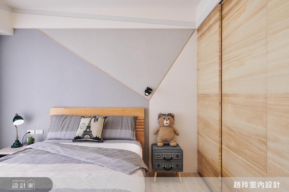 男孩房壁面藉由不規則幾合拼貼,增添空間活潑氣息。