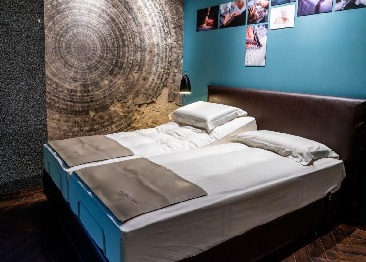 詩蘭慕EMOTION床墊入門款13萬,也可搭配電動床。
